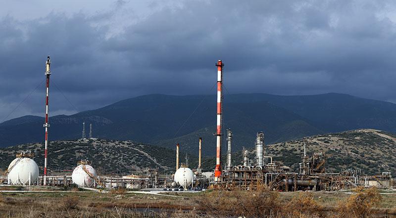 Γεμάτες πετρέλαιο και υδρόθειο οι εγκαταστάσεις του «Σίγμα»